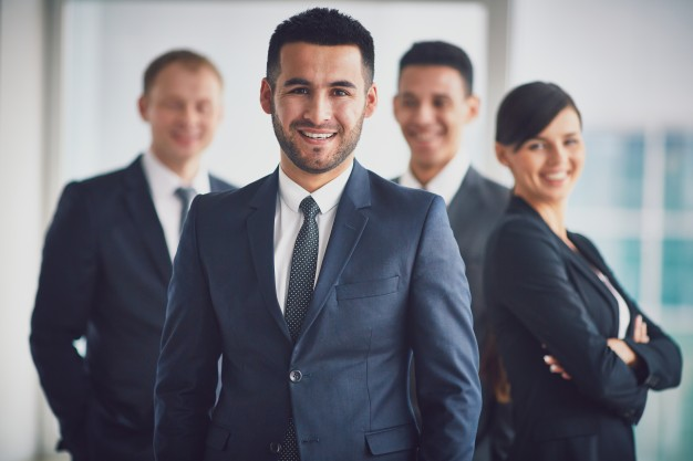 confident-business-team-with-the-leader_1098-3228
